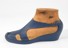 fr. Retronaut. 1939 vintage shoe design. I love this. It has the look of a heel while still being a flat!