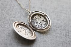 Love this Vintage style double side vine pattern oval Locket  by Ringostone,