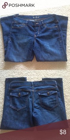 """Old Navy Mid Rise Capri The flirt --Mid Rise Capris -- 31"""" waist and 22"""" inseam-- Size 2 -- TradesPayPal Old Navy Jeans Ankle & Cropped"""