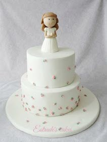 This can be a nice option if you want if with buttercream instead of fondant Fondant Cakes, Cupcake Cakes, First Holy Communion Cake, Cross Cakes, Religious Cakes, Confirmation Cakes, Cake Decorating For Beginners, Angel Cake, Birthday Cake Girls