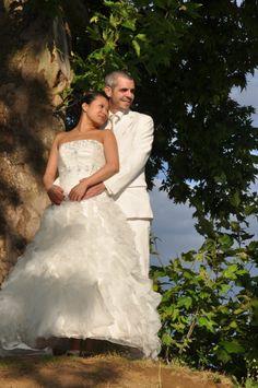Robe de mariée en volants d'organza commandée sur le site de robes de mariées www.mariageenrose.fr