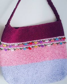 "0 Beğenme, 1 Yorum - Instagram'da Bernie Rain crochetbags (@bernie.rain): ""İğne oyası aksesuar ile...#elyapımı #elisicanta #handmadebags #handmadebag #handmade #byberniebags…"""