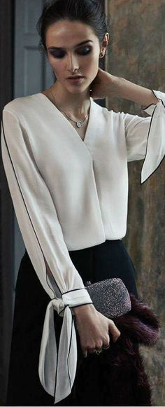 Tie sleeve White blouse with beautiful sleeve detail Blouse Styles, Blouse Designs, Dame Chic, Fashion Outfits, Womens Fashion, Fashion Trends, Latest Fashion, Fashion Details, Fashion Design