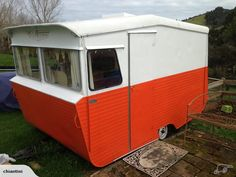 Love the shape of this. Wonder how it pulls? Hot Trailer, Little Trailer, Little Campers, Retro Campers, Vintage Campers, Camp Trailers, Tiny Trailers, Vintage Caravans, Vintage Travel Trailers