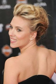 Variety of Scarlett Johansson Bobby Pinned Updo Hairstyle hairstyle ideas and hairstyle options. If you are looking for Scarlett Johansson Bobby Pinned Updo Hairstyle hairstyles examples, take a look. Hair Up Styles, Hair Styles 2014, Medium Hair Styles, Party Hairstyles, Celebrity Hairstyles, Wedding Hairstyles, Twist Hairstyles, Wedding Updo, Hairstyle Ideas