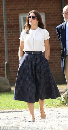 She teamed the look with a pared back white blouse and wore flat shoes...
