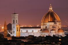 https://flic.kr/p/3cgXqq   Duomo de Florencia   Night view of the Basilica di Santa Maria del Fiore,the cathedral (Duomo) of Florence, Italy. The building is a UNESCO World Heritage Site and its dome was designed by Filippo Brunelleschi a famous of the Italian Renaissance.