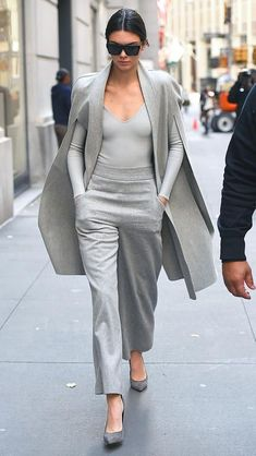 Love Her Outfit: Star Style to Steal Kendall Jenner in a monochrome gray look: long-sleeve tee, wide-leg pants, pumps, and cape-jacket – click through for more fall outfits from celebrities Star Fashion, Look Fashion, Winter Fashion, Fashion Outfits, Womens Fashion, Fashion Trends, Street Fashion, Grey Fashion, Office Fashion