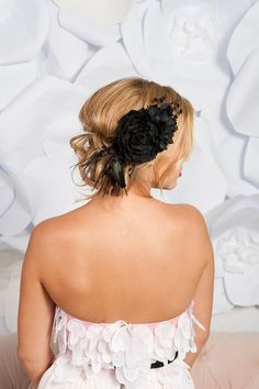 Celebrate Woman: Black and White. Great combo. But no-ah, not on a #wedding day! Too stark. Too abrasive. Opt for a hair piece that is in line with hues of your dress, not the opposite of it. Strive for harmony and taste. But tastes do differ.