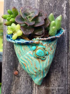 Mini wall pocket/magnet with sea turtle bead!