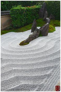Zen garden, Zuiho-in (瑞峯院) Small Japanese Garden, Japanese Garden Design, Japanese Gardens, Zen Garden Design, Landscape Design, Zen Sand Garden, Japan Garden, Garden Theme, Garden Stones