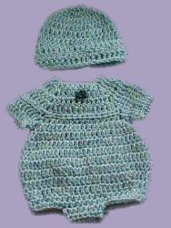 Mariyln's Preemie Bubble Suit free crochet pattern - hat also includes dress and bunting Baby Doll Clothes, Crochet Doll Clothes, Doll Clothes Patterns, Crochet Dolls, Doll Patterns, Crochet Patterns, Preemie Crochet, Crochet Romper, Crochet Bebe