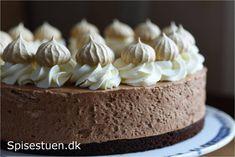 Svampet og lækker chokoladebund, luftig chokolademousse, flødeskum og mokkamarengs (Recipe in Danish)
