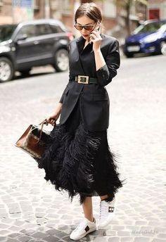 work handbag tote / street style fashion week - Source by NewWorkOutfits Fashion Mode, Fashion Blogger Style, Look Fashion, Street Fashion, Winter Fashion, Womens Fashion, Fashion Trends, Luxury Fashion, Trendy Fashion