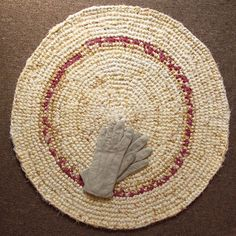 25 inch, round crochet rug, carpet, marble beige and bordeaux, handmade, upcycled, recycled #etsymnt #gifts