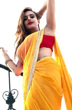 Perfect curves for saree!