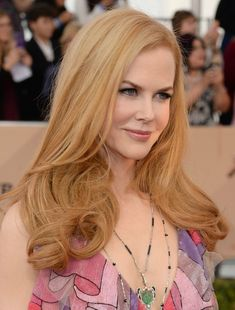 Nicole Kidman Had Kate Middleton Hair at the 2016 SAG Awards Trending Hairstyles, Cool Hairstyles, Creative Hairstyles, Kate Middleton Hair, Red Ombre Hair, Red Carpet Hair, Beautiful Red Hair, Hair Trim, Strawberry Blonde Hair