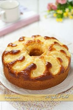Ciambella all'ananas soffice e veloce ricetta Ho Voglia di Dolce blog Dessert Bread, Dessert Recipes, Torte Cake, Pound Cake Recipes, Mocca, Sweet Tarts, Christmas Desserts, My Favorite Food, Biscuits