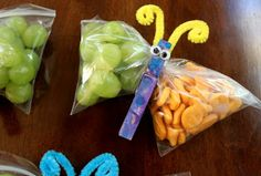 Juggling With Kids: Butterfly Snacks. Just a snack bag with a peg/clothespin to turn a simple snack into a gorgeous butterfly. Make food fun! Cute Snacks, Cute Food, Good Food, Kid Snacks, Healthy Snacks, Lunch Snacks, Party Snacks, Party Favors, Class Snacks