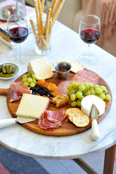 How To Make A Charcuterie Board, Tips For Making A Meat And Cheese Plate - My Style Vita Mystylevita Simple Cheese Platter, Meat Platter, Easy Cheese, Cheese Platter How To Make A, Meat Trays, Vegan Cheese, Cheese Platters, Food Platters, Meat And Cheese Tray