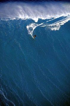 Massive Wave - Peahi, Maui