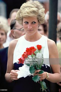 Diana, Princess of Wales, holds red roses during her official visit to Hungary on May 10, 1990 in Budapest, Hungary.