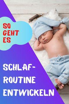 Einer der wichtigsten Punkte, um ein Neugeborenes besser schlafen zu lassen, ist eine Routine zu etablieren und sich auch daranzuhalten.  Je regelmäßiger die Schlafstunden deines Babys sind, desto wahrscheinlicher ist es, dass es die ganze Nacht über fest schlafen kann. Baby Im Mutterleib, Babys, Routine, Sleep Better, Falling Asleep, Healthy Sleep, Kids Discipline, Babies, Baby