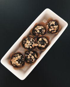 Peanut'n'choc balls for the taste buds Taste Buds, Balls, Muffin, Sweets, Snacks, Healthy, Breakfast, Desserts, Food