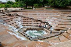 Philip johnson's public water garden, fort worth texas. Water Architecture, Landscape Architecture Design, Sketch Architecture, Philip Johnson, Fort Worth Water Gardens, Urban Park, Urban Planning, Urban Landscape, Urban Design