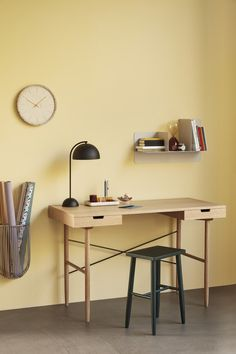 Keep your work space nice and neat with our range of beautiful office supplies combining functionality with great design. Home Office Space, Home Office Design, Home Office Decor, Home Decor, Oak Desk, Wooden Desk, Bureau Design, Design Desk, Wall Shelf Decor