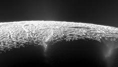 Novas descobertas apontam para novas pistas na pesquisa por vida fora da Terra. Veja 4 locais no sistema solar onde pode existir vida.