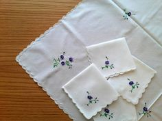 Embroidered tablecloth and four napkins vintage by EstersDoilies