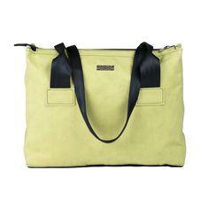 La borsa ecologica 959 model 82J fa parte della collezione ecofashion 959 Recycled Seatbelt Collection, di borse ecosostenibili realizzate con cinture di sicurezza riciclate e Jacroki.