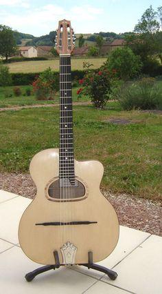 Bernard Candiago- guitare manouche et autres instruments, ukulele ,timple canario, cuatro Made in France
