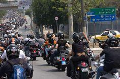 Milhares de motociclistas desfilam pelas ruas de SP - Terra Brasil