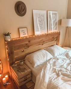Adorable Pallet Bed Ideas You Will Love - Crafome - - Pallet beds are of great interest because they are useful, long-lasting and suitable for every style. Here are the beautiful pallet bed ideas. Room Ideas Bedroom, Home Bedroom, Bedroom Designs, Bedrooms, Western Bedroom Decor, Bedroom Rustic, Scandi Bedroom, Modern Bedroom, Cute Room Decor