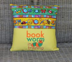 Best of Kids pillows ! Book Pillow, Reading Pillow, Pillow Talk, Pillow Cases, Pillow Embroidery, Machine Embroidery Applique, Embroidery Ideas, Vintage Embroidery, Embroidery Stitches