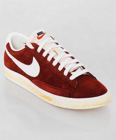 Frisch eingetroffen: der Nike Blazer Low PRM brown. Der Blazer in der low-cut Vintage Variante und einem kräftigen Braun. Get it here: http://www.numelo.com/nike-blazer-low-prm-p-24390749.html
