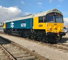 66789 66 789 in LLB Large Logo Blue livery named British Rail 1948 - 1997 Electric Locomotive, Diesel Locomotive, Canadian National Railway, Railroad Pictures, Train Room, Hobby Trains, Electric Train, British Rail, Great Western