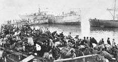 Greek people fleeing from Izmir (then Smyrna) by sea in 1922 In Ancient Times, World War I, Middle East, Old Photos, Istanbul, Nostalgia, In This Moment, Photo And Video, History