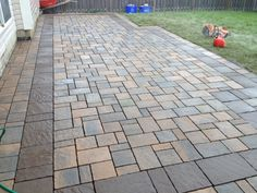 rabatt dekorsten Techo-Bloc Eva Sandlewood with a Mista Chocolate Brown border Concrete Patios, Backyard Patio Designs, Backyard Landscaping, Paver Walkway, Concrete Walkway, Driveway Design, Outdoor, Chocolate Brown, Driveways