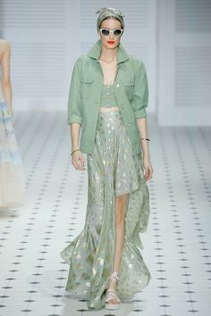 Temperley London Spring 2018 Ready-to-Wear Fashion Show Collection: See the complete Temperley London Spring 2018 Ready-to-Wear collection. Look 25 2020 Fashion Trends, Fashion Week, Fashion 2020, Look Fashion, Classy Fashion, Party Fashion, Fashion Styles, Fashion Design, Fashion Ideas