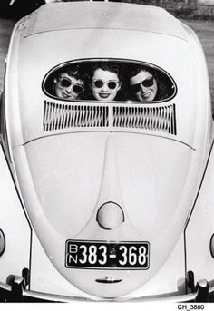 ♥ Beetle and girls in sunglasses  Source http://atomicpussy.tumblr.com/post/3916753618