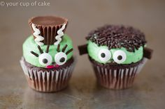 Frankenstein and his wife as mini cupcakes! So cute!
