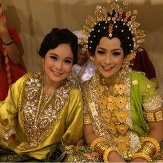 Bride n sister