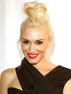 gwen stefani updos   Gwen Stefani Hairstyles - November 1, 2011 - DailyMakeover.com