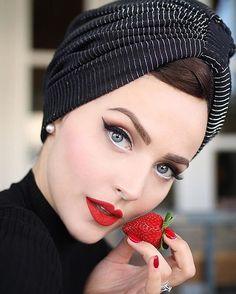 Black and silver turban Idda Van Munster 1950s Makeup, Retro Makeup, Vintage Makeup, Vintage Beauty, Eye Makeup, Hair Makeup, Vintage Fashion, Vintage Wedding Makeup, Rockabilly Makeup