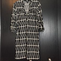 Banana Republic Factory Dress Excellent used condition/no flaws/smoke free home. From Banana Republic outlet. 95% polyester and 5%spandex/elasthanne. Banana Republic Dresses