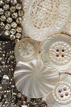 Beautifully carved vintage MOP buttons. Button Cards, Button Button, Mother Of Pearl Buttons, Mother Pearl, Pin Cushions, Dressmaker, Vintage Buttons, Haberdashery, Sewing Notions