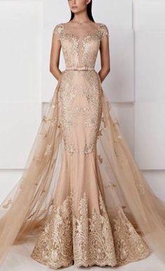 """""""Vestidos de quinceañera""""... yeah right. More like a WEDDING dress"""